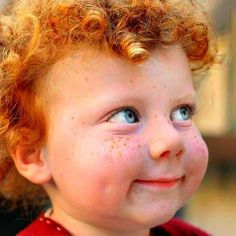Perfect freckles, blue eyes, dimples, and red curls.and mischief written all over this little face! Precious Children, Beautiful Children, Beautiful Babies, Beautiful People, Kind Photo, Red Curls, Freckle Face, Child Smile, Smile Kids