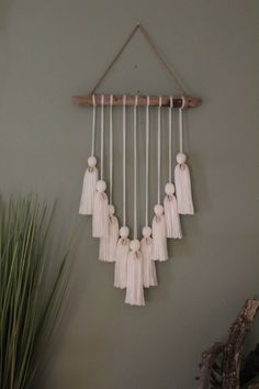 Mini White Puka Shell Wall Hanging – Bungalow Drift Informations About Mini White Cowrie Shell Wall Yarn Wall Art, String Wall Art, Diy Wall Art, Macrame Wall Hanging Diy, Wall Hanging Crafts, Wall Clings, Deco Nature, Driftwood Crafts, Creation Deco