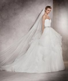 Princess Cut Sweetheart Neckline Floor Length Pronovias ALBANIA Wedding Gown with Beaded Belt