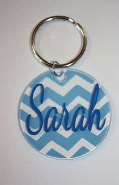 Artículos similares a Personalized Keychain. Single Color Chevron with Name. Acrylic Keychain** You choose the colors and font! Monogram Keychain, Vinyl Monogram, Monogram Jewelry, Diy Keychain, Keychain Ideas, Chevron, Acrylic Keychains, Silhouette Cutter, Shrink Art