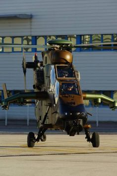 The new French Tiger HAD Block 2 will be operated by the Air Mobility Group of the Technical Section of the Army (GAMSTAT), before joining the first helicopter gunships Regiment RHC) Phalsbourg, Moselle. Attack Helicopter, Military Helicopter, Open Source Intelligence, Airbus Helicopters, French Army, Gaming Wallpapers, Military Equipment, Outdoor Power Equipment, Fighter Jets