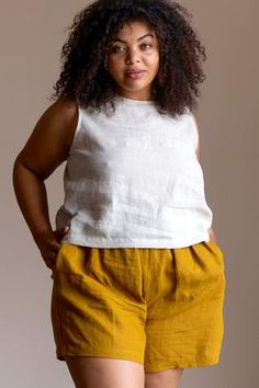 Simple and comfortable, the Lyla Crop makes a statement with its high neckline and scoop back. Paired with your favorite high-waisted pants or shorts, it has the perfect balance of ease and comfort for those warm summer days. Short Sleeve Button Up, Button Up Shirts, Look Plus Size, Mode Plus, Ribbed Fabric, Easy To Love, Plus Size Fashion, Curvy Fashion, Plus Size Outfits