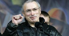 Der sich im Exil befindliche Oligarch Michail Chodorkowski will mittels eines Projekts für die nächsten Präsidentenwahlen einen Herausforderer für Wladimir Putin suchen. Bei der Parlamentswahl treten ebenfalls Kandidaten seiner Stiftung an.