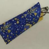 Glasses case sewing patterns and eyeglass case tutorials require very little fabric and the end product makes a fantastic gift for yourself or someone else. Fabric Crafts, Sewing Crafts, Sewing Projects, Craft Projects, Sewing Hacks, Sewing Tutorials, Sewing Ideas, Bags Sewing, Sewing Tips