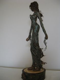 A very elegant sculpture. Made in bronze paverpol with highlights of emerald green. Her dress is made from mulberry bark to reflect the rustic, autumnal feel of the base. A beautiful gift! Tribal Art, Paper Mache, Dancers, Paper Art, Sculpting, Bronze, Autumn, Fantasy, Rustic