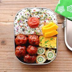 「2018/08/25 今日のお弁当。 ・肉団子の甘酢あん ・オクラ入り磯辺揚げ ・コリンキーの浅漬け ・ネギ入り卵焼き * ちと寝坊しちゃった😃 いや〜焦った焦った٩( ᐛ )و 今日からしばらく雨模様☂️ 皆さま♪素敵な週末を🙌🏻✨」 Bento Recipes, Cooking Recipes, Japanese Food, Japanese Lunch Box, Breakfast Lunch Dinner, Asian Cooking, Recipes For Beginners, Bento Box, Snack