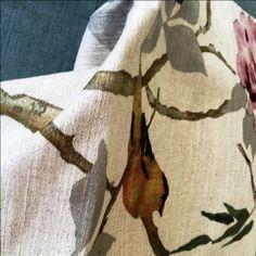 PÁSSARO MODERNO | Até os passarinhos se atualizam para estampar as coleções de tecidos da Entreposto. Este estilizado não é lindo? #tecidosparadecoracao #entreposto #decoracao #estampas #passaro #SpenglerDecor