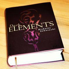 """#Rezension Bei """"Dark Elements. Eiskalte Sehnsucht"""" musste ich vor allem einen Minuspunkt verbuchen. Sonst hat die Lektüre jedoch vor allem Spass gemacht. Jennifer L. Armentrout ist eine sehr unterhaltsame Fortsetzung gelungen, so dass ich mich schon auf """"Sehnsuchtsvolle Berührung"""" freue.  http://www.favolas-lesestoff.ch/2016/03/rezension-dark-elements-02-eiskalte.html"""