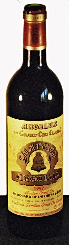 """02. August 2015 - Château Angélus 1997, Saint Emilion, Bordeaux, Frankreich  - Zum letzten Mal getrunken - vor zwei Jahren, an meinem Geburtstag, auf einem Campingplatz in der Auvergne. Die Notiz von einsgt: """"Die Gefahr, ins Schwärmen zu geraten, ist gross. Ich nehme den ersten Schluck, halte inne, spiele mit der Zunge und dem Wein, netze den Gaumen und schlucke - wohl allzu hastig - , wartend auf den laaangen Abgang. Und da wird der kritische geniessende Trinker von Fragen eingeholt"""