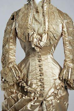Clise up, ca 1880 Silk Wedding Dress, American. 1880s Fashion, Edwardian Fashion, Vintage Fashion, Steampunk Fashion, French Fashion, Vintage Gowns, Mode Vintage, Vintage Outfits, Antique Clothing