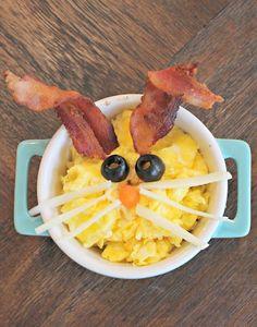 Scrambled egg bunny - perfect for Easter breakfast or brunch! Easter Snacks, Easter Recipes, Brunch Recipes, Baby Food Recipes, Easy Dinner Recipes, Holiday Recipes, Easter Food, Easter Appetizers, Easter Ideas