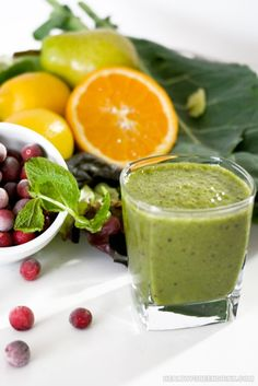 Cranberry and coconut water green drink smoothie recipe with collared greens, mint, orange, pear, lemon, banana and mixed baby greens. food-drinks