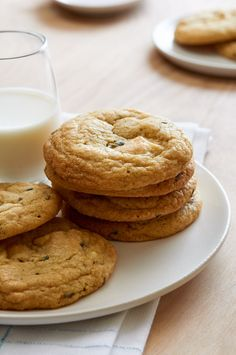 White Chocolate Lavender Cookie: chewy, fragrant and a nice spin on the typical chocolate chip cookie. Cookie Shots, Great Recipes, Favorite Recipes, How To Use Photoshop, Treat Yourself, White Chocolate, Chocolate Chip Cookies, Cookie Recipes, Food Photography