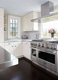 Modern Kitchen - Contemporary - Kitchen - New York - by TR Building & Remodeling Inc.