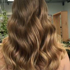 """69 Likes, 3 Comments - @sarah_edwardsandco (@sarah_edwardsandco) on Instagram: """"Subtle golden brown balayage #naturalcolour #balayage #waves #edwardsandcobyronbay #edwardsandco"""""""