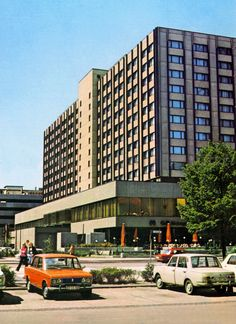 Hotel Metropol in der Friederichstraße 150 in Ost-Berlin DDR Berlin Hauptstadt, Reunification, East Germany, Berlin Wall, Life Pictures, Cold War, Places To Travel, Europe, City