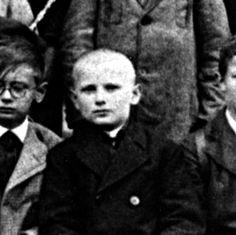 https://churchpop.com/2015/11/14/19-photos-from-the-childhood-of-the-great-st-john-paul-ii/ John Paul II, Facebook