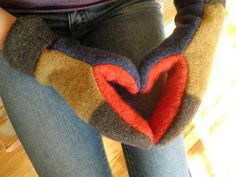 Upcycled Wool Sweater Mittens - PDF Sewing Pattern - Sewing Patterns at Makerist
