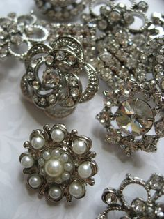 Assorted flower circle square sparkle rhinestones pearl buttons for wedding flower hair comb clip x 24 on Etsy Vintage Love, Vintage Items, Vintage Jewelry, Unique Vintage, Button Art, Button Crafts, Vintage Rhinestone, Vintage Buttons, Vintage Brooches