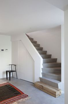 Love the mix of concrete stairs,steel rail, wood and stone - Modern Stair Railing, Modern Stairs, Tiny House Layout, House Layouts, Home Stairs Design, Model House Plan, Escalier Design, Concrete Stairs, Modern Contemporary Homes