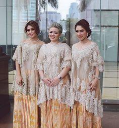 Didietmaulana #bajubodo + sarungsutera Kebaya Modern Hijab, Kebaya Hijab, Kebaya Brokat, Dress Brokat, Kebaya Muslim, Kebaya Lace, Batik Kebaya, Kebaya Dress, Batik Dress