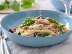 Giada's Spaghetti with Asparagus, Smoked Mozzarella and Prosciutto (minus the prosciutto)