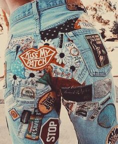 Pick a pair of jeans. and buy a patch from each vacation you take, each city/place you visit. =one cool pair a jeans and a priceless keepsake Look Fashion, 90s Fashion, Fashion Outfits, Fashion Trends, Denim Fashion, Grunge Fashion, Looks Style, Style Me, Diy Vetement
