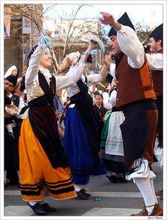 Bailes asturianos: corri-corri, pericote, fandangos, geringosas, giraldillas, jotas, saltones, media vuelta, patada, danza prima...