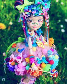 42 Trendy Doll Repaint Before And After Monster High Ooak Dolls, Blythe Dolls, Barbie Dolls, Custom Monster High Dolls, Custom Dolls, Monster High Repaint, Pretty Dolls, Beautiful Dolls, Doll Tattoo