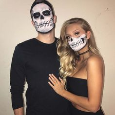 45 Genius Couples Halloween Costumes Attending Halloween celebrations with your other half? You're in the right place! Here are our favorite couples Halloween costumes for you and your partner. Scary Couples Halloween Costumes, Easy Couples Costumes, Cute Halloween Makeup, Halloween Looks, Halloween Diy, Halloween Recipe, Women Halloween, Halloween Nails, Halloween Projects