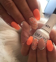 Kiara Sky produces beautiful products for nail care. In the photo we can see Kiara Sky Soak-off Gel Polish which we can put n our natural nails, and cure 30 sec in UV lamp. It can easily be removed without damaging natural nails.