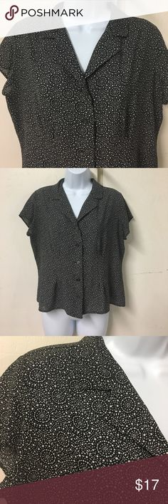 90's short sleeve button up really cute & comfortable 90's short sleeve button up. L petite. 100% polyester😊 Tops Blouses