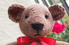 Hand Knit Teddy Bears by Gregory Patrick.  http://madmanknitting.wordpress.com