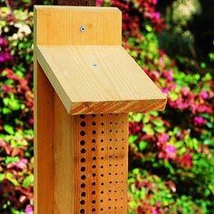 Bee nesting block - Because of shrinking habitat, bees numbers are dwindling. One thing you can do to help is provide a nesting site for local, solitary bees. This nesting block is simply a piece of untreated lumber with a grid of holes drilled into it. Backyard Projects, Outdoor Projects, Garden Projects, Diy Projects, Garden Crafts, Bug Hotel, Mason Bees, Bee House, House Yard