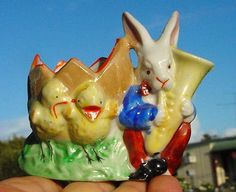 VINTAGE PORCELAIN EASTER EGG CUP-BUNNY RABBIT BLOWING HORN,CHICKS & BROKEN EGG!