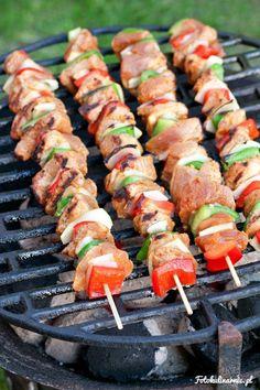 Szaszłyki meksykańskie z polędwiczek i warzyw Kabobs, Skewers, Seekh Kebab Recipes, Brick Bbq, Kebabs On The Grill, Wedding Appetizers, Tomate Mozzarella, Bbq Grill, Barbecue