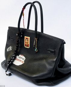 Jane Birkin Auctions off Hermes Birkin bag to aid Japan Jane Birkin, Sac Birkin Hermes, New Handbags, Hermes Handbags, Popular Handbags, Gucci Purses, Gainsbourg Birkin, Serge Gainsbourg, Sacs Design