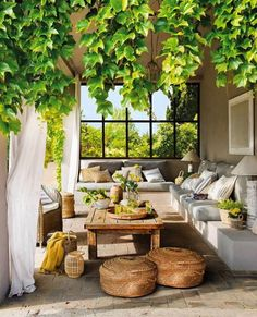 Draussenzimmer Gorgeous Outdoor Patio Italian Villa Inspired Selecting The Perfect Room Air Purifier Outdoor Rooms, Outdoor Dining, Outdoor Furniture Sets, Outdoor Decor, Rustic Furniture, Antique Furniture, Green Furniture, Furniture Ideas, Furniture Design
