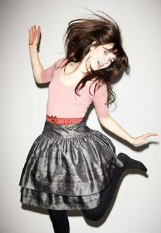 zooey deschanel... oh how I wish I could dress more like this!