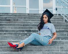 5 Expert Reasons to Make Your Graduation Photoshoot Monumental Nursing Graduation Pictures, Graduation Look, Graduation Picture Poses, College Graduation Pictures, Graduation Portraits, Graduation Photoshoot, Graduation Photography, Senior Portraits, Grad Pics