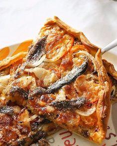 🍃 New Post 🍃 L'été touchant presque à sa fin il était temps que je vous propose ma version annuelle de tarte à la tomate 😉 Une tarte toute simple avec quelques anchois de Collioures dessus et des bonnes tomates du jardin 🍅 Lien direct de la recette dans ma bio 👉 #tarte #tomate #anchois #recipe #food #foodporn #instapic #picoftheday #instafollow #l4l #instagood #foodie #delicious #foodphotography #pic #foodiegram #insta #blog #blogger #instablog #cooking #cuisinelolo #igersfrance #miam…