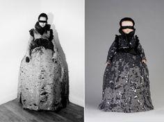 這些瓷娃娃身上的衣服全部由Viktor & Rolf手工製作,大部份都是品牌的經典服飾