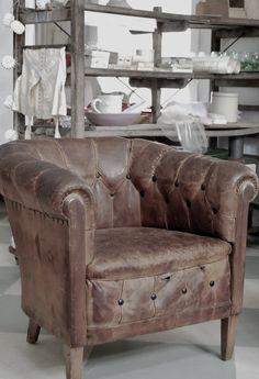 ❤ this vintage leather chair  HVÍTUR LAKKRÍS