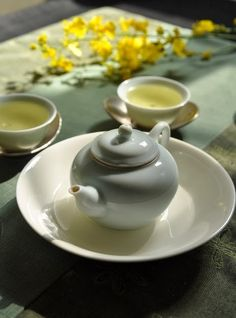 Zhushan, Jinxuan plantation   Which is the best season to make fresh Oolong on Taiwan? Spring or winter? Spring is more fragrant and flora...