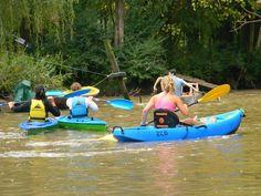 por el rio Sarmiento haciendo kayak y remo en los fines de semana. Tigre, Buenos Aires, Argentina