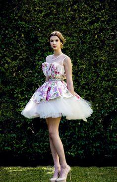 """Arturo Valdez 2015: Top """"Capullo"""" de tapiz de rosas y Falda de tulle circular."""