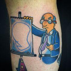 Tatuajes random inspirados en Los Simpson - Brosbit