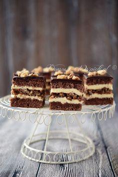 Słynne ciasto Marysieńka siostry Anastazji. To przekładaniec z kakaowego ciasta biszkoptowego i orzechowej bezy, przełożony masą budyniową. Bardzo lubię ciasta...