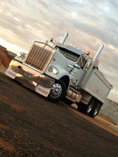 1986 w900 KW dump truck