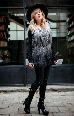 What Anna Wears wearing fur coat from Exclusive Collection by Marta Żmuda Trzebiatowska <3